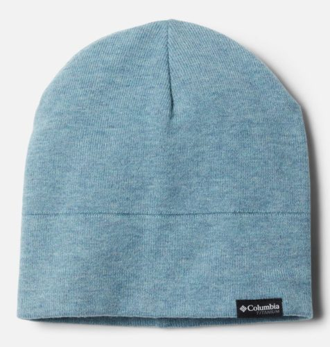 The ali peak beanie is lightweight for cool autumn days outdoors.