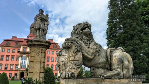Rzeźby na dziedzińcu, Zamek Książ