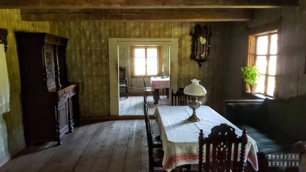 Wnętrze chaty, Skansen w Rumszyszkach - Litwa
