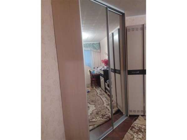 Шкаф-купе угловой двери зеркало
