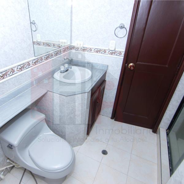 Apartamento con 4 baños amplios