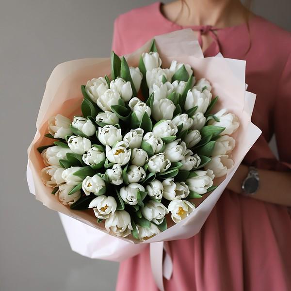 Монобукет из 51 тюльпана в оформлении №1017 - Фото 1