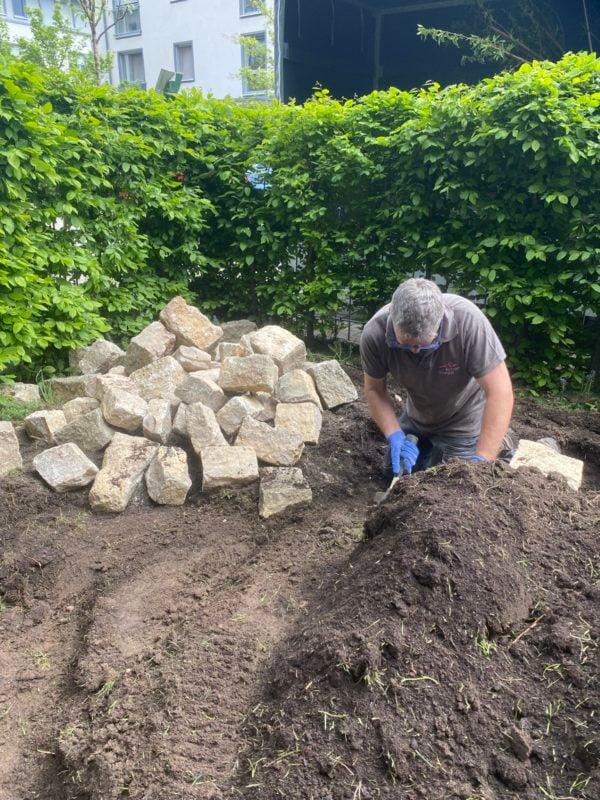 insektenfreundlicher Garten Steine für Trockenmauer