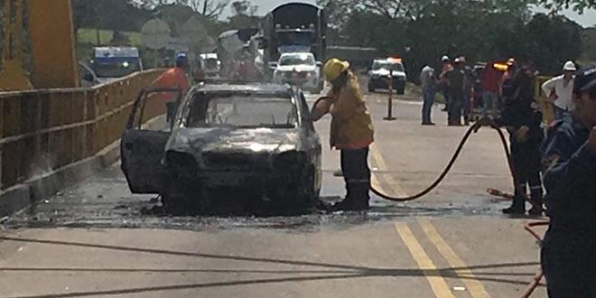 Vehículo incendió