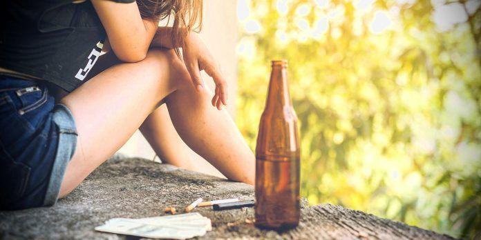 Jóvenes adictos al alcohol y las drogas