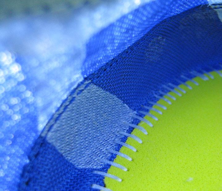 Рис.6 Поддерживающая лента #1 расположена по обеим сторонам носочной части. Незаметна для ноги, поскольку сделана из тонкого материала, расположенного на одном уровне с сеткой