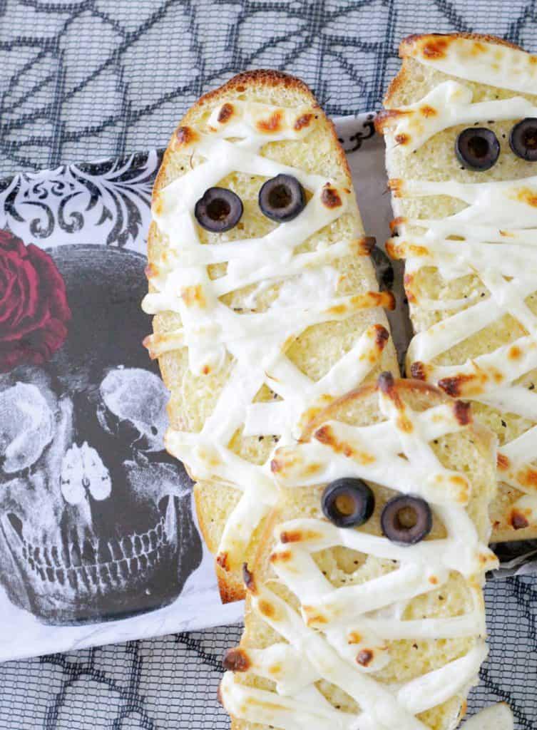 Halloween Dinner Ideas Mummy garlic bread