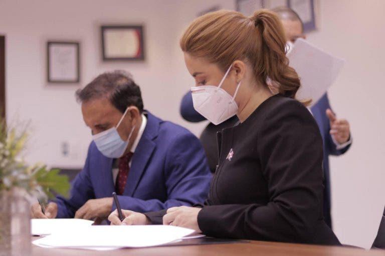 Acuerdo firmado entre Prosoli y la Fundación Cruz Jiminián