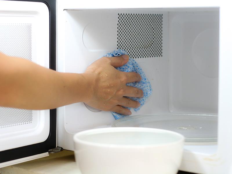 pulire il microonde