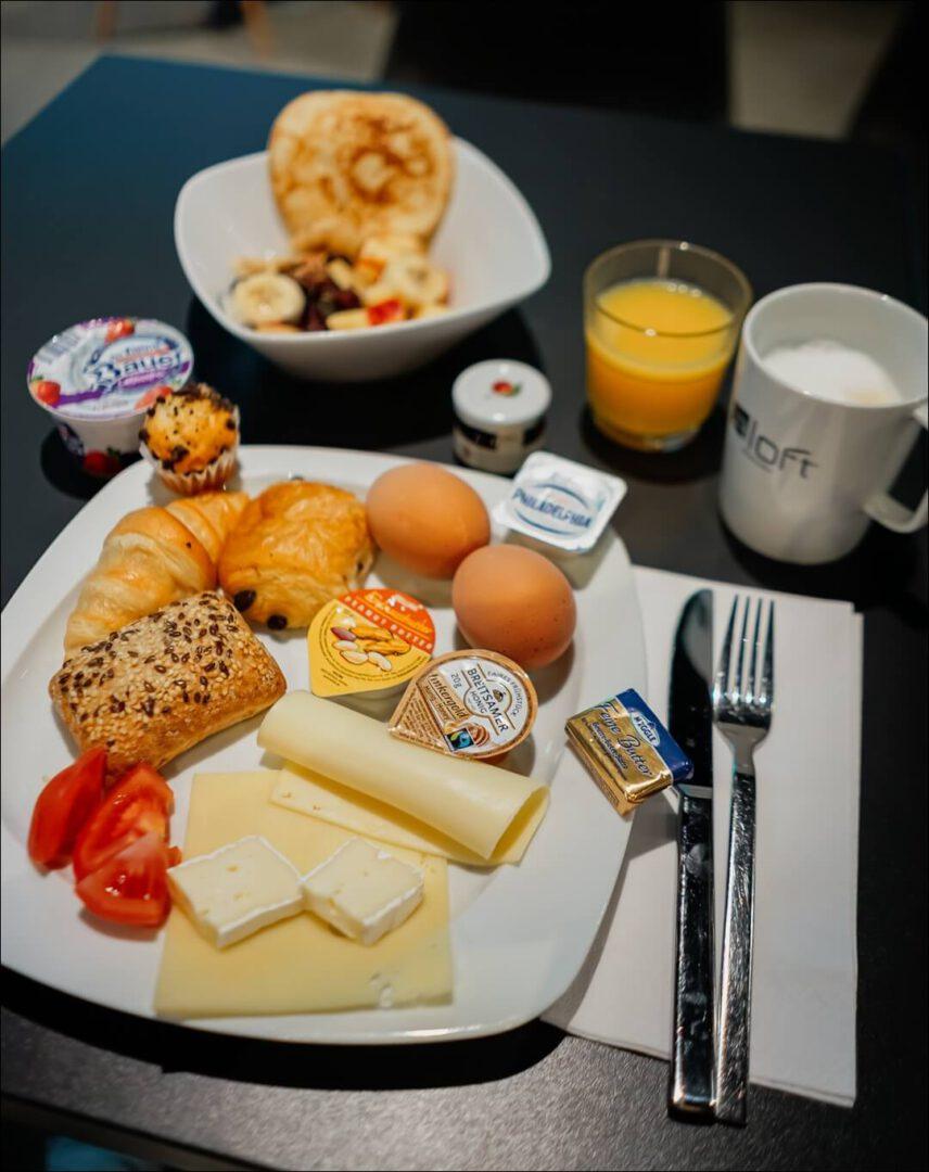 reichhaltiges Frühstück im Aloft München