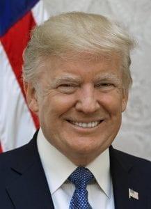 """O manifesto do atirador elogiou Trump como um """"símbolo de identidade branca renovada e propósito comum"""". Deixe isso acontecer. Um presidente dos EUA é a inspiração de terroristas brancos em todo o mundo. Deixe isso afundar."""