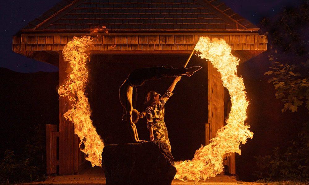 Feuerschow mit fantastischer Feuerakrobatik Handstand und Luftartistik für Ihre Hochzeit, Firmenfeier, Geburtstagsfeier buchen