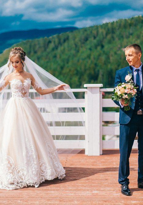 Photo 4 Tips on Choosing Wedding Dresses for Petite Brides