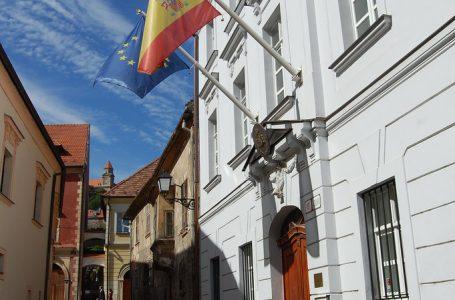 Mientras los estudiantes franceses son repatriados de Eslovaquia por cero euros, a los españoles la embajada les dice que se busquen la vida