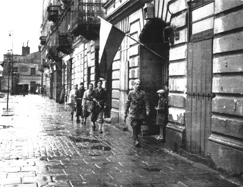 Trwały ciężkie walki w Starym Mieście podczas powstania warszawskiego