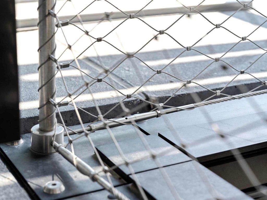 Detaljer på infästning av webnet frames i Basel i Schweiz