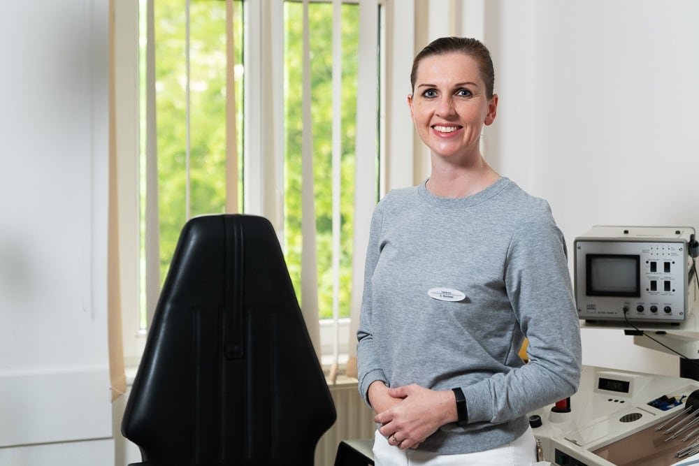 Christiane Kirchner im HNO-Sprechzimmer, Phoniatrie