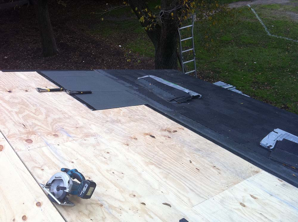 Insulated Roofing Material