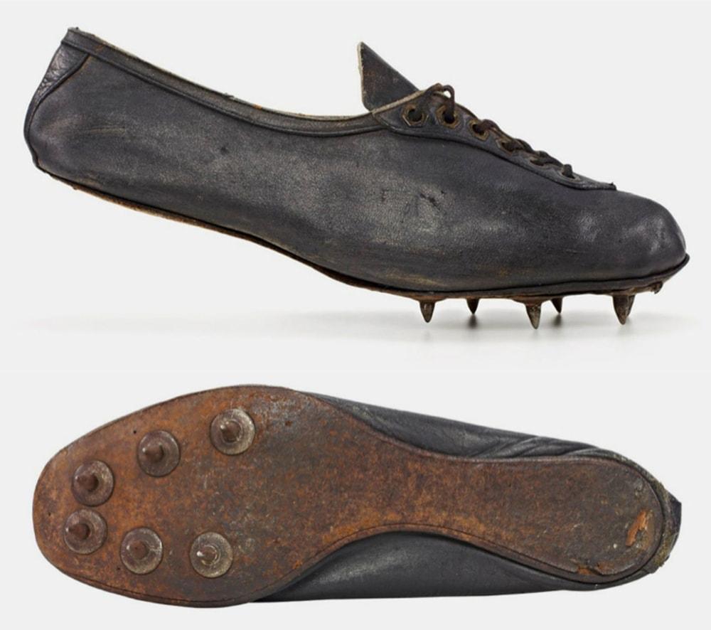 Кроссовки обувной фабрики Дасслеров