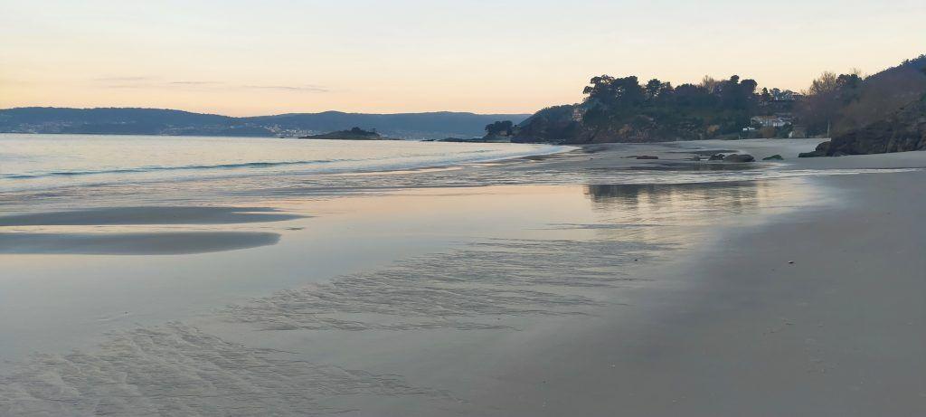 Amanecer en la Praia de Lapamán