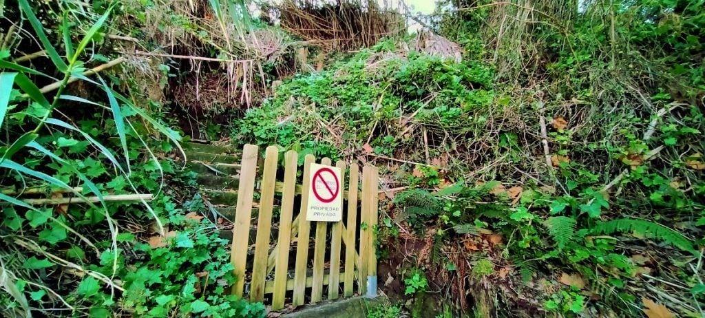 Escaleras privadas en Muiño Vello a mitad del recorrido