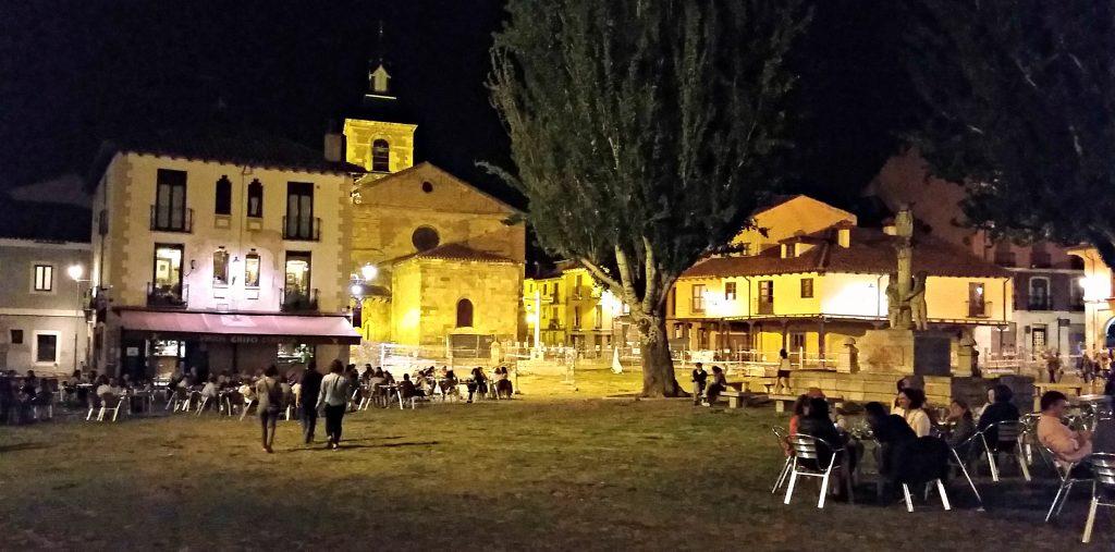 Evening street scene in front of Monasterio de Benedictinas Santa María de Carbajal León