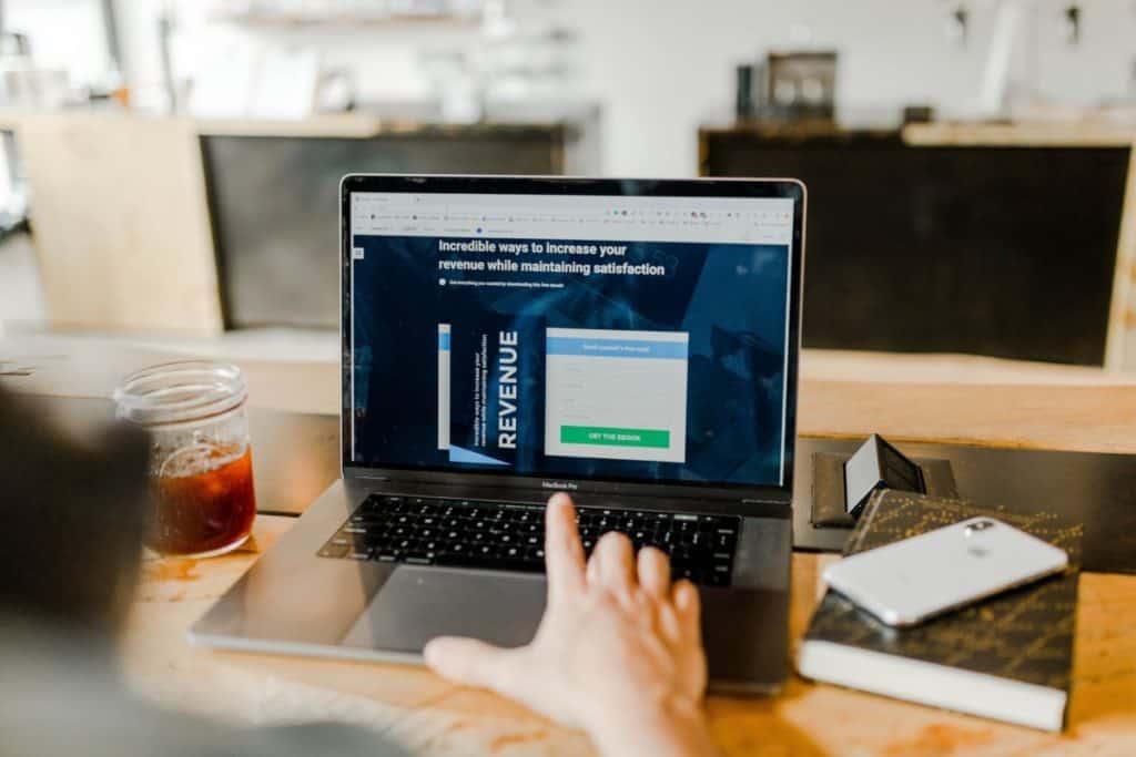 landing page vs website