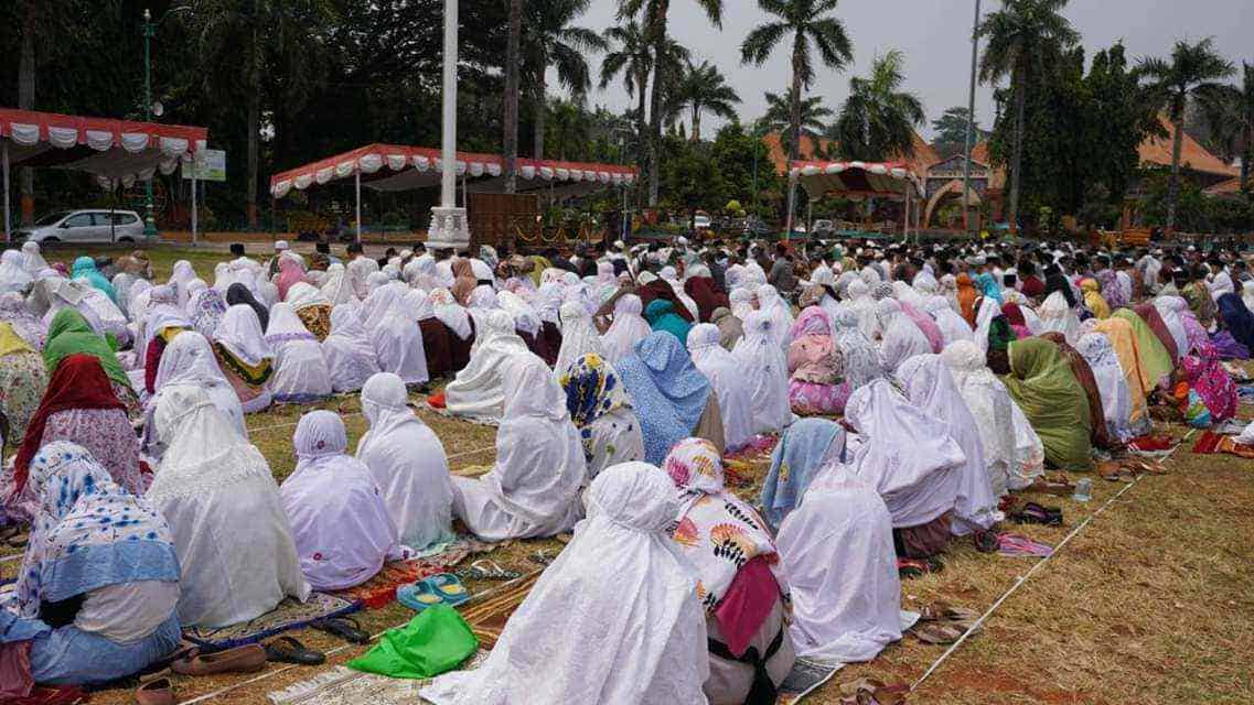Ribuan Warga Jepara Gelar Sholat Meminta Hujan