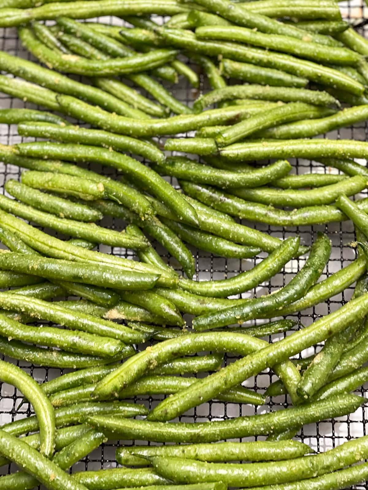 green beans on air fryer basket