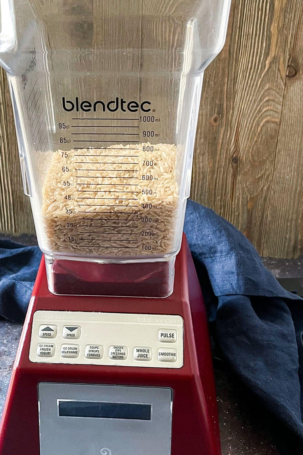 Brown rice in blender for making brown rice flour