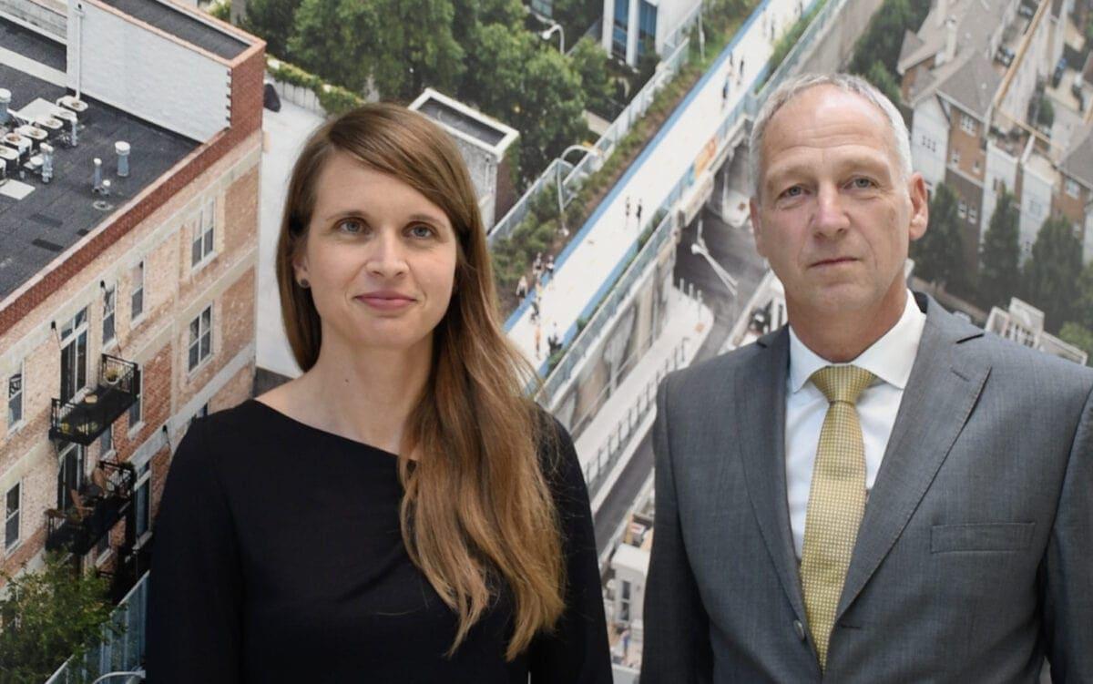 Frau Dr. Planinsek mit dem Geschäftsführer Dr. Thomas Hain