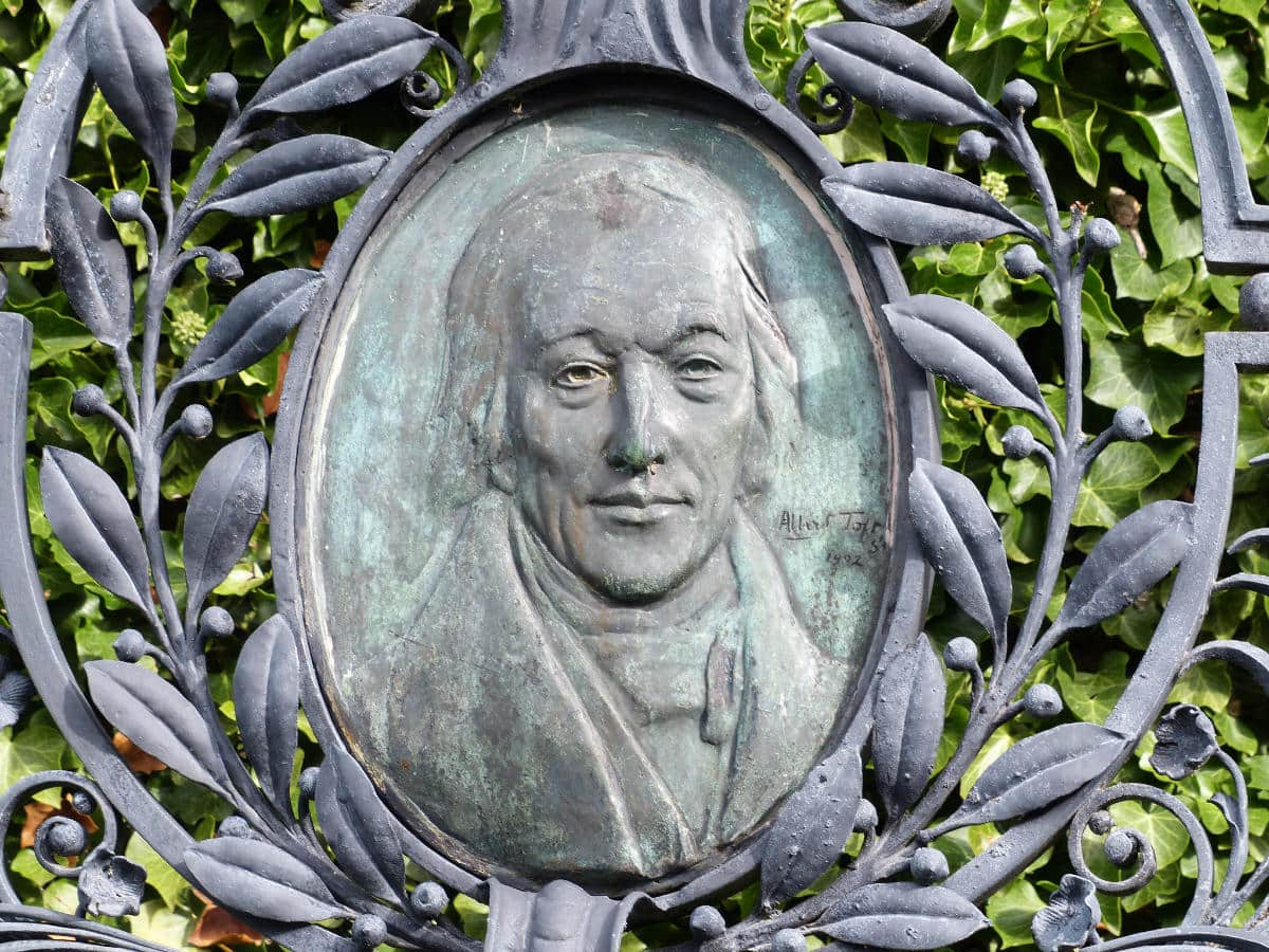 Robert Owen on his tomb