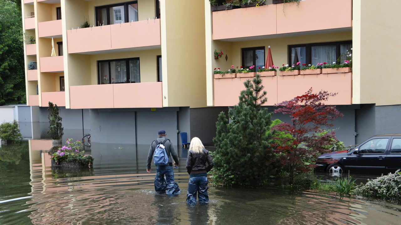 Wasserschaden beseitigen Rosenheim Flut Überschwemmung - Wasserschaden wer zahlt ? Wasserschaden welche Versicherung zahlt?
