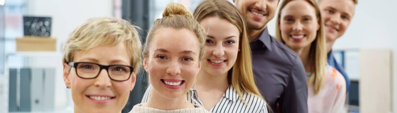 Seminarteilnehmer lächeln zufrieden