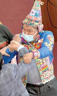 Pelea en el parlamento boliviano desata racismo en redes sociales