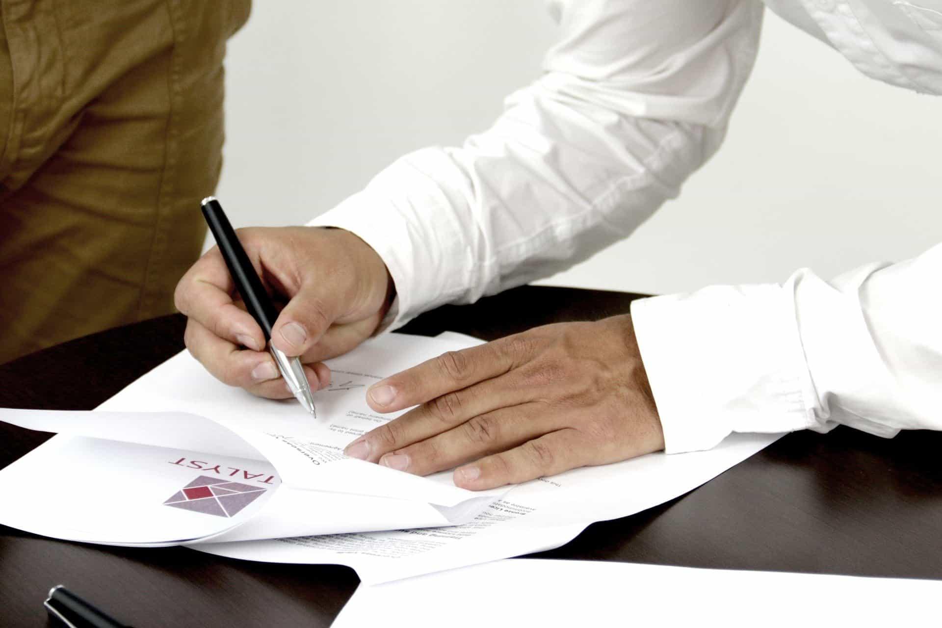 Umowa kredytu/pożyczki – na co warto zwracać uwagę?