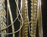 collares y gargantillas de oro