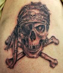 Calavera-pirata-con-dos-tibias-tatuajes-de-calaveras-con-reloj