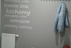 Projektowanie-wnetrz-korytarz-napisy-