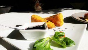 Restaurante italiano Cinquecento Valencia Brie frito con arándanos