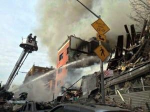 nycexplosion 300x224 Nova Iorque em chamas
