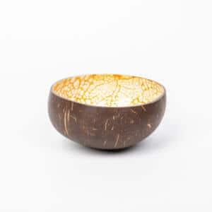Kokosnussschale in Orange von der Seite