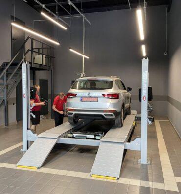 освещение ремонтной зоны автосалона Seat