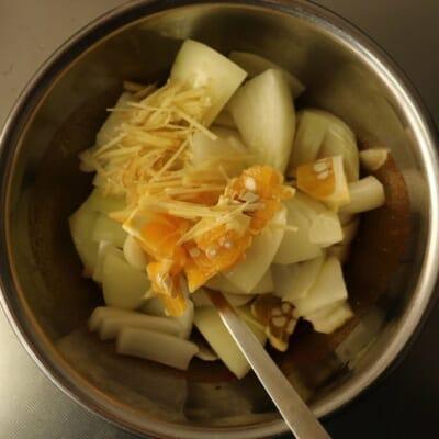 玉ねぎのアチャール、具を追加
