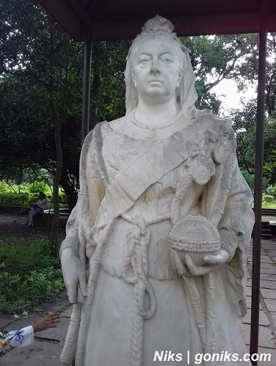 statue at lal bagh palace indore
