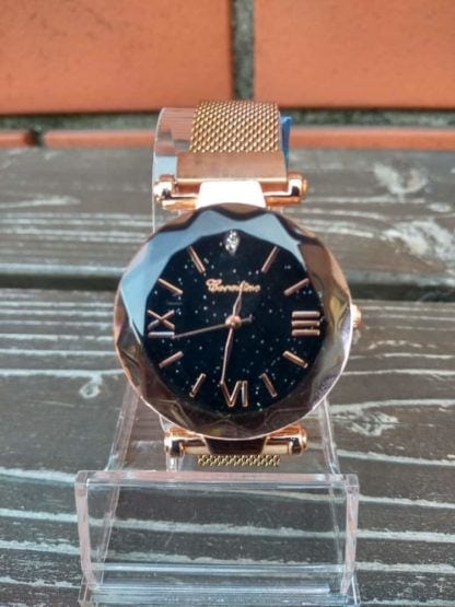 zegarek damski czarna tarcza cyfry rzymskie