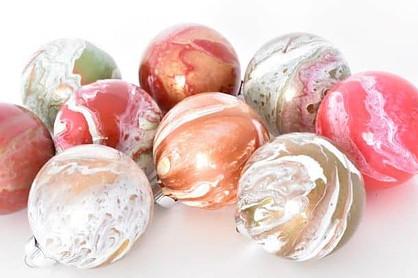 Acrylic Pouring - DIY Christmas Ornaments