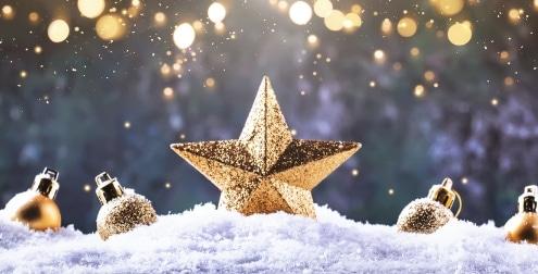 Weihnachten goldener Stern im Schnee
