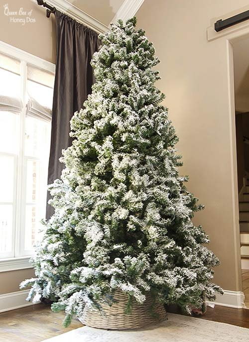 How to Flock a Pre-Lit Christmas Tree