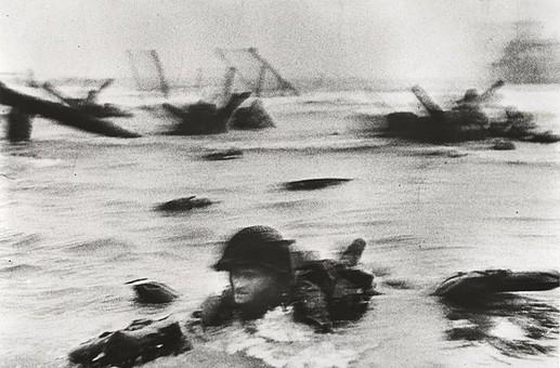 Robert Capa - sbarco in Normandia